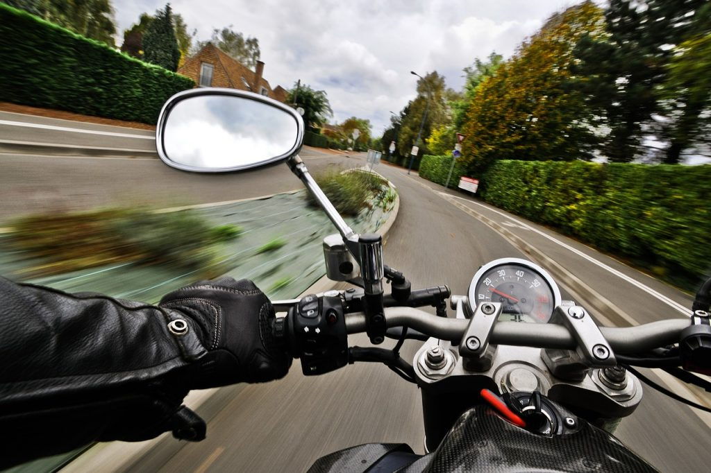 AG Erkelenz zum Motorradunfall – Haftungsabwägung und Motorradschutzkleidung